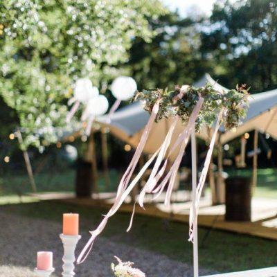 bloemen bruiloft tafelversiering ring huren standaard bruiloft