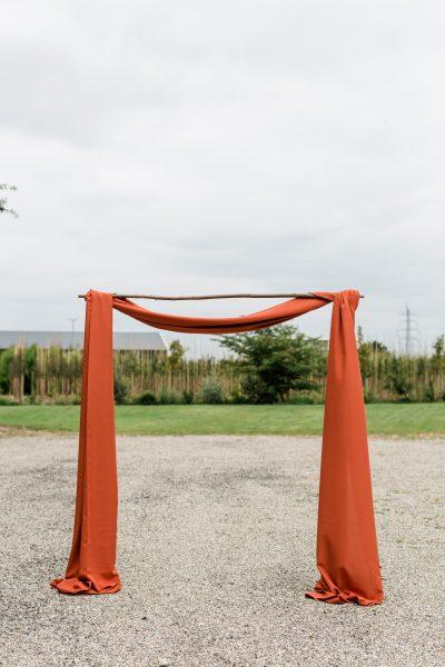huren backdrop stof doeken voor decoratie bruiloft terracotta steenrood oranje