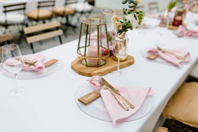 roze kantoen servet huren bruiloft