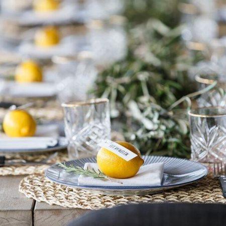 dinerstyling oud hollands delfts blauw citroen olijf wiskeyglas gouden rand rieten placemat