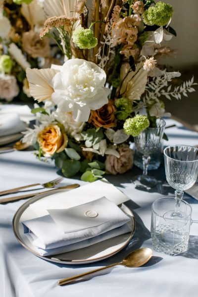 servet blauw linnen huren bruiloft katoen dustyblue grijsblauw feest tafelaankleding servetten