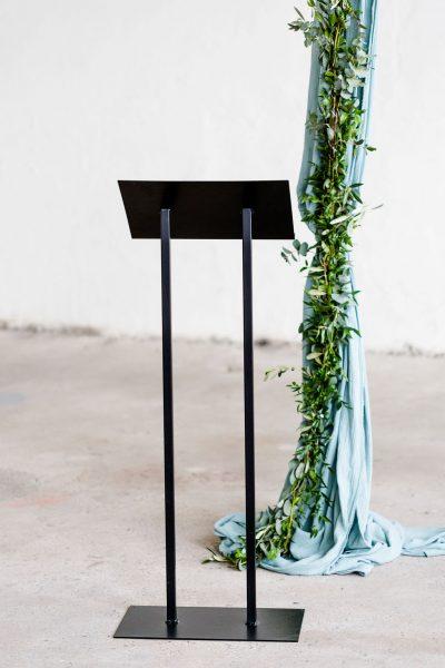 lessenaar spreekgestoelte katheder zwart huren bruiloft feest event