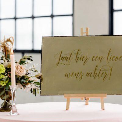 gastenboek spiegel welkomsbord spiegel op schilderrsezel bruiloft huren