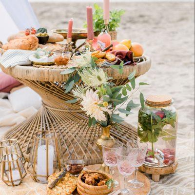 rotan tafeltje riet huren nbruiloft bijzettafel bohemian vitage wedding huur decoratie.