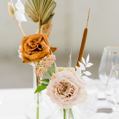 vaasjes met bloemen huren bruiloft